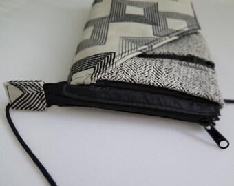 Geo Print Black and white crossbody bag
