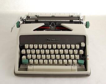 Cursive Typewriter Olympia SM7, Italic Font