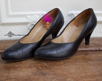 Vintage Women shoes. Sears Featherlite Black pump size 8c, Vintage costume, Period Costume, Hollywood set