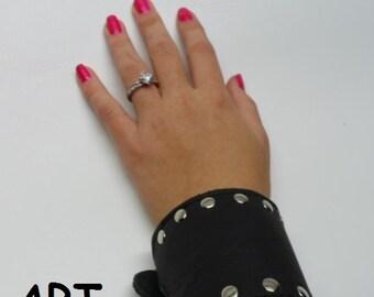 Bracciale in vero cuoio e pelle unisex con borchie e chiusura con due fibbie MADE IN  ITALY