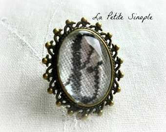 "Embroidered ring ""b"""
