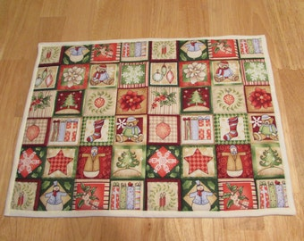Set of 4 - HOLIDAY DESIGNS Placemats - 13 in x 18 1/2 in