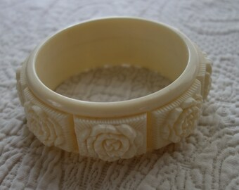 Faux Ivory  Celluloid Plastic Bangle Bracelet, Cream  Floral Early Plastic Vintage Stacking Bracelet
