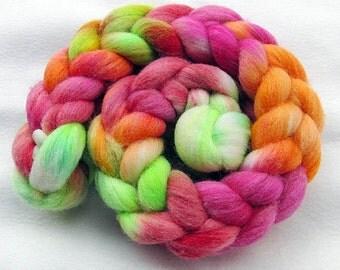 BFL Wool Roving - Handpainted Spinning Fiber -   5.3 oz.  Nr. 696
