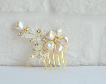 Bridal hair comb, pearl hair comb, floral hair comb, flower comb, lace comb,  wedding hair comb, Ivory, gold
