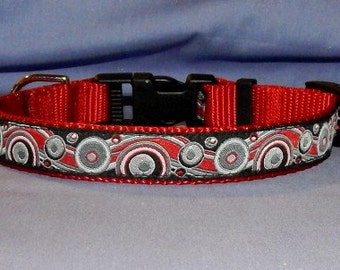 Medium Black and red bubbles collar
