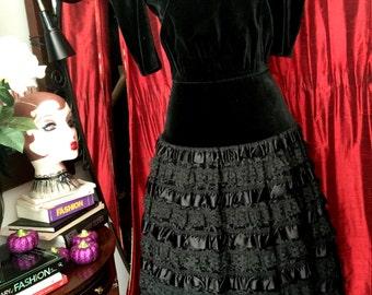 Dark doll - 80s velvet and lace dress