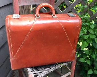 """Wheary Vintage The Colonel 24"""" Leather Suitcase"""