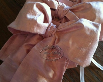 Silk bows in baby pink dupioni