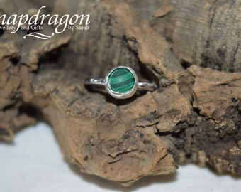Malachite sterling silver ring, UK size M 1/2 US size 6 3/4