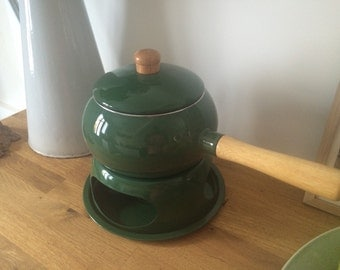 Dark green fondue with accessories and instruction book