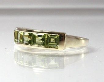 Peridot Wedding Band 14K Yellow Gold Size 7 Vintage Wedding Ring