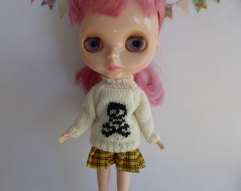 "Hand Knit Wool Blythe 12"" Doll Jumper in Cream with Black Skull and Crossbones Halloween Winter Wear"