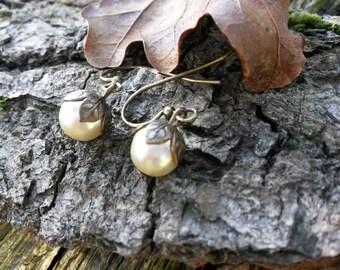 Brass Leaf Pearl Earrings/Leaf Jewellery/Autumn Jewellery/Autumn Earrings/Brass Earrings//Fall/Mini Pearls/Tiny Pearl Earrings/Little Pearls