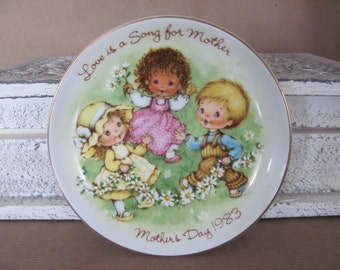 Vintage Avon Plate, 1983 Avon Mother's Day Plate, Love Is A Song For Mother, Avon Collectible Plate, Cottage Decor, Mother's Day Gift