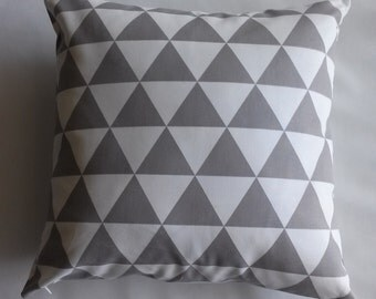 Grey/Natural Geometric Pillow Cover, 20''x20'' Grey/Natural Diamond Decorative Pillow Cover