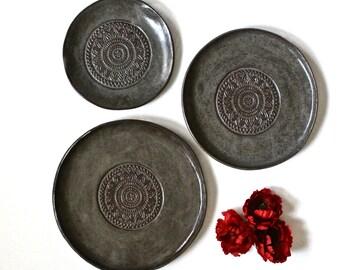 Set Of 3 Handmade Pottery Plates-Dark Grey brown Organic Shape Textured Dinnerware set - Stoneware Plates -Stoneware Dinnerware Plates set -