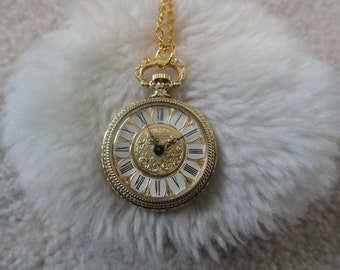Lugran Wind Up Vintage Necklace Pendant Watch