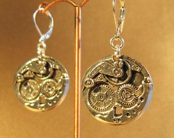 Clockwork-Earrings Steampunk-Style