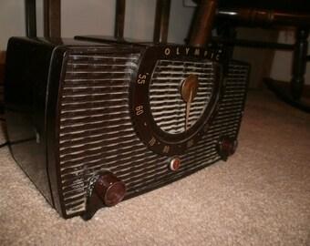 Retro 1953 Olympic / bakelite model LP 3244 tube radio