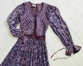 Vintage India Dress / Indian Cotton Gauze Dress / Quilted Floral Hippie Gown / Block Print Maxi / 60's / 70's