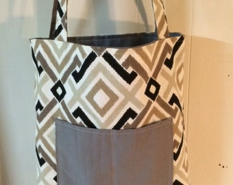 reversible tote with pockets