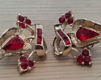 Vintage red rhinestone corocraft clip on earrings