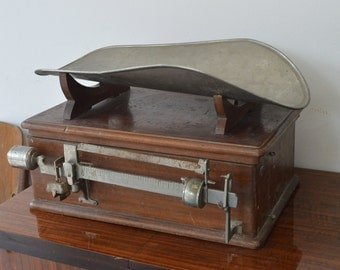 Scale for children 1940s - Old medical instruments