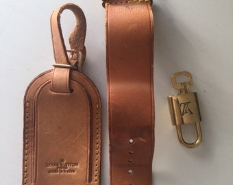 LV Louis Vuitton vachetta leather luggage ID tag name tag and loop buckle poignet brass padlock lock and key 310 charm item#3036
