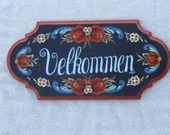 Norwegian Rosemaling on a Velkommen sign