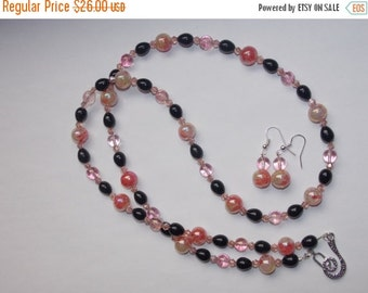 40%OFF Opalescent Pink and Black Teardrop Pearl Necklace and Earrings Set