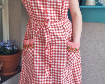Apron from the 70s - vintage - red and white checkered