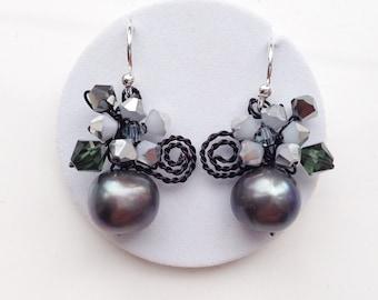 Black pearl earrings - Black earrings - black jewelry - black dangling earrings - Pearl earrings - Pearl jewellery