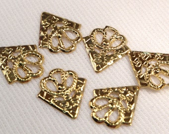Gold Metal Vintage Triangle Charms, Retro Gold Components, Jewelry Making Supplies, 4 Loose Fancy Gold Metal Triangles, Destash (C59)