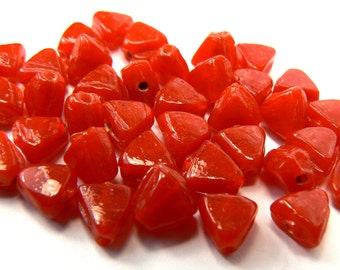 Cherry Red Glass Bead Lot, 30 Loose Red Beads, Fire Engine Red Triangle Beads, Jewelry Making Supplies, Craft Supplies, Destash Beads (G30)