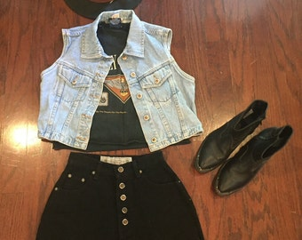 Vintage 1990's high waisted black shorts