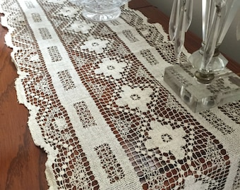 Antique// Netted Mondano Lace// Gorgeous Xtra Long Runner!