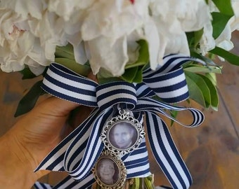 Wedding bouquet photo memorial pendant