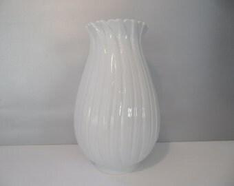 Fürstenberg german white porcelain vase,white porcelain vase,Vintage vase,collectible vase,white Fürstenberg vase,shiny white vase