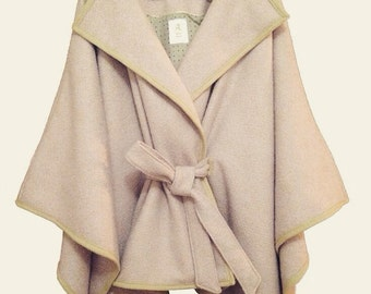 Cape coat of quality wool fabric