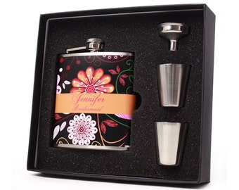 Wedding Party Gift // 7 Personalized Flask Gift Sets for your Bridesmaids