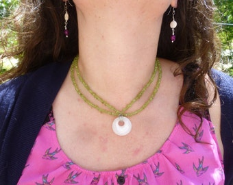 peridot and white marble choker