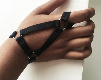 VEGA Hand Harness