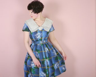 50s cotton day dress in BLUE check print with large FLOWERS - large chiffon COLLAR and origami rose - matching belt - Mid Century M uk12