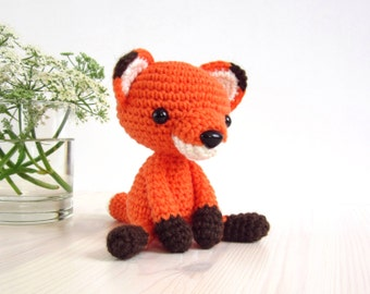 PATTERN: Small sitting fox - Stuffed animal - Tiny amigurumi fox pattern - Crochet tutorial (EN-053)