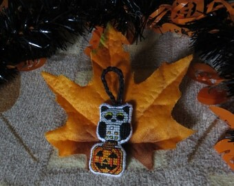 Halloween Owl with Candy Corn Themed Tail and Jack-O-Lantern Perch Charm (for Keychains, Bags, Purses, and/or Zippers)
