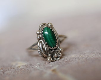 vintage malachite and sterling silver Navajo ring size 8 3/4