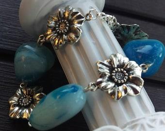 Blue stone and flower link bracelet