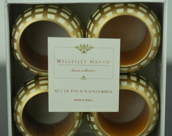 Vintage style four napkin rings set boxed wood white gold Wellesley Manor gift