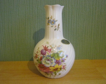 "Vintage Aynsley ""Howard Sprays"" Swirl Vase"